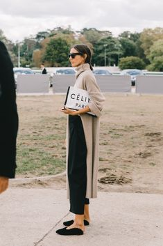 The Best Street Style From Paris Fashion Week. The Best Street Style From Paris Fashion Week. Fashion Mode, Minimal Fashion, Look Fashion, Winter Fashion, Womens Fashion, Fashion Trends, Trendy Fashion, Fashion Stores, Net Fashion