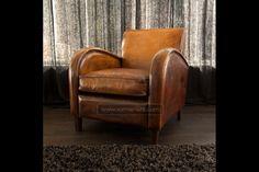 """Afmeting: 75 br / 85 d / 80 h – Exclusieve Art deco fauteuil in dik antique schaapsleer – Riant zitcomfort – Bijzondere """"burned brandy"""" kleurpatroon – Matched in zowel 'n klassiek als modern interieur"""