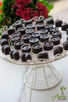 Ciocolata raw vegan cu fistic si nuca Raw Vegan, Vegan Vegetarian, Sweets, Candy, Desserts, Food, Vegans, Diet, Greedy People