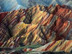 """See 7 photos and 4 tips from 19 visitors to Zhangye Danxia Geo Park. """"Beautifully striped rock formations define the Danxia Landform near Zhangye in. Rainbow Mountains China, Colorful Mountains, In China, Lago Retba, Zhangye Danxia Landform, Tectonique Des Plaques, Formations Rocheuses, Wallpapers En Hd, Paraiso Natural"""