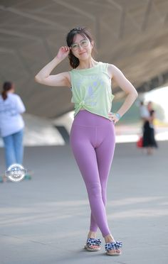 Kpop Fashion Outfits, Teen Girl Outfits, Sexy Outfits, Cute Outfits, Yoga Pants Girls, Girls In Leggings, Girls Jeans, Asian Cute, Sexy Asian Girls
