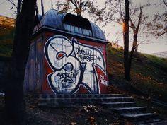 1800-as évek végén épült toalett a Citadella alatt ma.