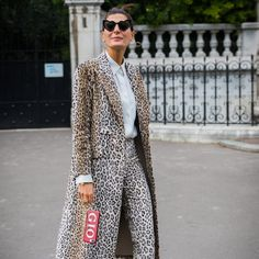 Bring an Intense, Full Leopard Look Back Down to Earth With Simple Loafers Spring 2018 Fashion Trends, Spring Summer Fashion, Autumn Fashion, Cinema Outfit, Fall Outfits, Fashion Outfits, Skirts With Boots, Fashion Editor, Fall Wardrobe