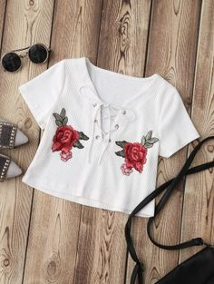 Floral Appliques Short V-Collar Casual Lace Up Applique Ribbed Crop Top Crop Top Outfits, Crop Top Shirts, Tee Shirts, Outfits For Teens, Cute Outfits, Crop Tops Online, Bralette Crop Top, Ribbed Crop Top, Cropped Tops