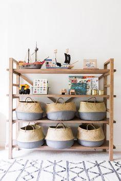Pflanzen, Spielzeug, Krimskrams: In geflochtenen Körben und Taschen lässt sich alles mögliche aufbewahren.