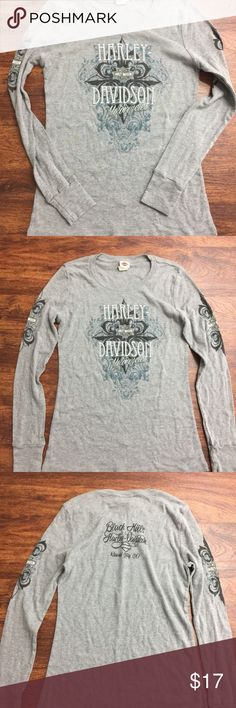 """""""HARLEY DAVIDSON MOTORCYCLES Rapid City SD"""" Excellent gently used preowned condition with minimal signs of wear and tear as seen in images. This is a nice and comfortable """"HARLEY DAVIDSON MOTORCYCLES Rapid City SD"""" Graphic Crewneck Long Sleeve Gray Shirt Women`s Size Small  Brand: HARLEY DAVIDSON MOTORCYCLES Style: Crewneck Long Sleeve Gray Shirt  Color: Gray Size: Small Measurements: Please see photos Material: 60% Cotton  40% Polyester Condition: Excellent gently used preowned condition…"""
