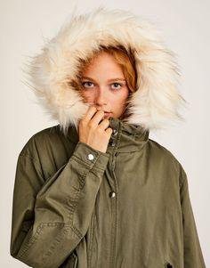 Pull Bear - femme - vêtements - manteaux et blousons - parka légère capuche  fourrure amovible - d0ba7a1ebab