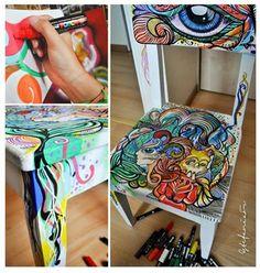 Inspiração do dia pra fazer em casa: cadeira decorada com POSCA!