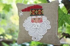 Santa Jingles Finished Cross Stitch Christmas by LittleRabbitMini. szakálla gyönggyel kivarrva!