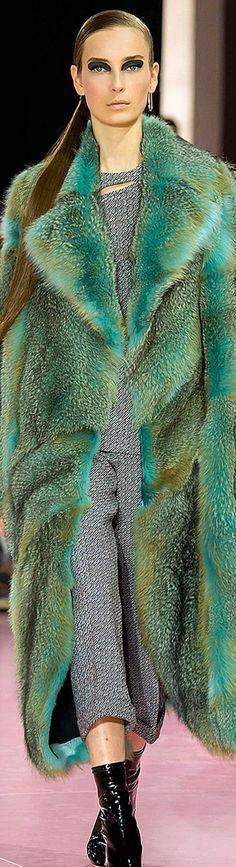 perfection and ingenious color! Fur Fashion, Green Fashion, Winter Fashion, Womens Fashion, Shearling Coat, Fur Coat, Fur Clothing, Fabulous Furs, Winter Wear