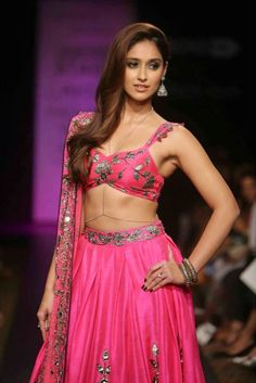 Ileana D'Cruz Super Sexy Skin Show In Pink Lehenga Choli At Lakme Fashion Week Winter Festive 2014 Day 6 ★ Desipixer ★ Bollywood Lehenga, Lehenga Choli, Bollywood Girls, Pink Lehenga, Sarees, Bollywood Theme, Indian Bollywood, Beautiful Girl Indian, Beautiful Indian Actress