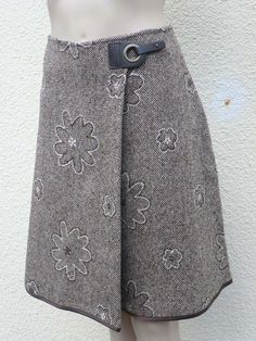 patron couture jupe portefeuille - Best of Pins!Tweed wallet skirt embroidered with brown flowers, flowered winter skirt, woolen skirt, women& trapeze skirt - Tweed, Sewing Clothes, Diy Clothes, Recycle Old Clothes, Sewing Online, Couture Sewing, Winter Skirt, Dressmaking, Sewing Patterns