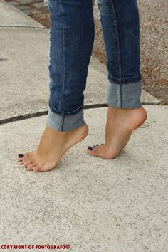 A closer look at Areana's feet doing a tiptoe pose! Areana In Tiptoes 3 Nice Toes, Pretty Toes, Feet Soles, Women's Feet, Sexy Zehen, Foot Pics, Barefoot Girls, Beautiful Toes, Foot Toe