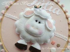 """""""Será que as ovelhas são feitas de lã? Ou serão de nuvens? Ou quem sabe então, Serão feitas de algodão?"""""""