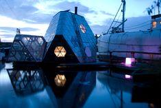 Floating platform house