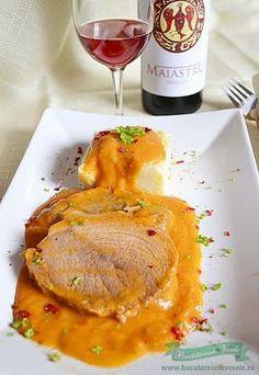 Pentru azi am pregatit Pulpa de porc in sos vanatoresc. Steak Recipes, Cooking Recipes, Good Food, Yummy Food, Romanian Food, Daily Meals, Food To Make, Food And Drink, Favorite Recipes
