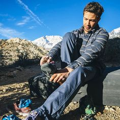 Matt Gentile testing out our new Barley Flannel and Scout Pants in the boulder fields of Bishop. Available at premium surf and outdoor shops and hippytree.com. ‪#‎hippytreetribe‬ ‪#‎surfandstone‬