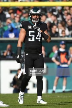 Philadelphia Eagles Linebacker Kamu Grugier-Hill waits for play to. 2b9015d3d