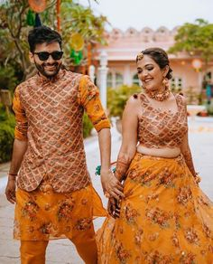 Couple Wedding Dress, Wedding Dresses Men Indian, Indian Bridal Outfits, Indian Fashion Dresses, Indian Designer Outfits, Bridal Dresses, Indian Groom Wear, Indian Wear, Mehendi Outfits