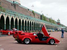How to park a Lamborghini Countach in reverse...