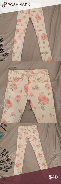 SALE  Free People Floral Jeans - Size 24 Free People Floral Jeans - Size 24 Free People Jeans Skinny