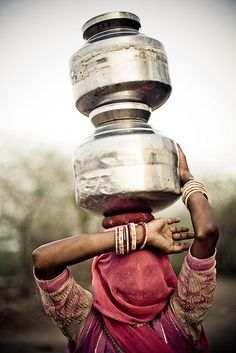 Asia | Portrait of a woman carrying water, Tilwara Mela, Rajasthan, India | © Swiatoslaw Wojtkowiak
