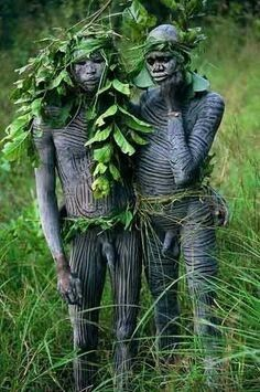 Omo valley residents, body painting,  photo Hans Silvester