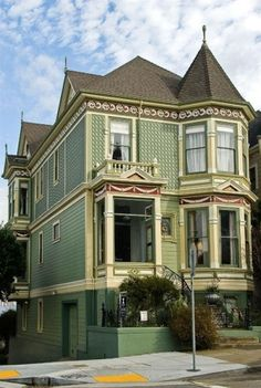 Alamo Square neighborhood, the Victorian houses along Steiner Street in San Francisco. Built in 1892 by carpenter-builder Matthew Kavanaugh, it is one of the homes on Postcard Row. Architecture Design, Victorian Architecture, Victorian Buildings, Amazing Architecture, Woman Painting, House Painting, Beautiful Buildings, Beautiful Homes, Fachada Colonial