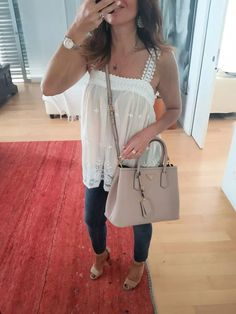 Outfit estate: jeans, top e sandali – no time for style Classy Fall Outfits, Summer Outfits, Holiday Fashion, Autumn Winter Fashion, Fashion For Women Over 40, Ladies Fashion, Fashion Blogger Style, 2020 Fashion Trends, Fashion Tips