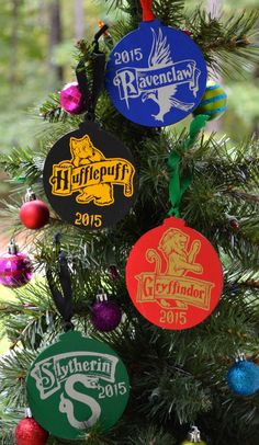 2016 Harry Potter Inspired Christmas Ornaments, Hogwarts Ornaments, Slytherin Ravenclaw Hufflepuff Gryffindor Christmas Ornaments by ApareciumDesign on Etsy https://www.etsy.com/listing/250344511/2016-harry-potter-inspired-christmas