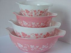 These are so pretty!! I want to have lots of vintage things in my kitchen. And lots of pink.