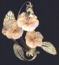 René Jules Lalique (1860-1945) Antique Brooch - THE SPLENDORS OF LALIQUE ART, Jewelry #vintagejewelry #AntiqueJewelry