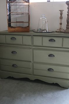 She refurbished an ugly dresser using Chateau Gray chalk paint and then dark wax. Yummy!