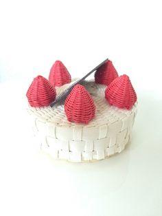 【送料無料】いちごのケーキの小物入れ4号*エコクラフト
