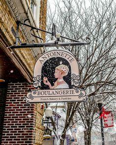*Enseigne, Antoinette boulangerie, Paris, France*