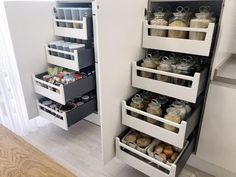 17 Practical Tips to Easily Organize Your Baking Supplies - Origami Fashion, Design Rustique, Wedding Hall Decorations, Le Closet, Turu, Kitchen Cabinet Design, Kitchen Layout, Design Moderne, Cuisines Design