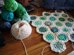 gorgeous hexagon colors.   Pattern here http://oneloopshort.blogspot.com/2009/07/super-simple-hexagon.html