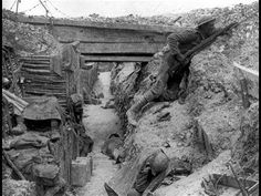 Read about the horrors of life inside a First World War trench and discover facts about trench warfare at Facts, where learning is easy and fun. World War One, First World, Batalha Do Somme, Schlacht An Der Somme, Battle Of The Somme, British Soldier, British Army, Kaiser, World History