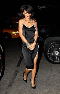 Rihanna — rocking a slinky black dress — flashed a smile outside the Bowery Hotel in New York City on Aug. Moda Rihanna, Rihanna Mode, Rihanna Style, Rihanna Fenty, Rihanna Fashion, Rihanna Outfits, Rihanna Dress, Christina Aguilera, Aaliyah