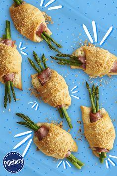 Asparagus and ham crescent rolls Yummy Appetizers, Appetizer Recipes, Crescent Roll Recipes, Crescent Rolls, Brunch Recipes, Dinner Recipes, Asparagus Recipe, Fresh Asparagus, Good Food