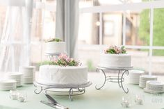 White buttercream one tier wedding cakes with natural pink flowers from Sweet Sensations @ The Cornwall Inn in Lebanon, PA