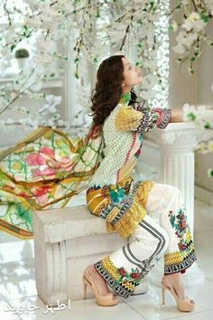 Gul Ahmed Summer Embroidered Lawn Dresses Collection consists of best styles & designs of premium & luxury lawn suits for all types & routines! Western Outfits, Indian Outfits, Pakistani Wedding Outfits, Pakistani Dresses, Indian Sarees, New Dress Collection, Summer Collection, Queen Fashion, Lawn Suits
