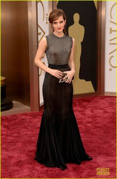 emma watson rocks metallic on oscars 2014 red carpet 05 Emma Watson is breathtakingly gorgeous in a metallic ensemble at the 2014 Academy Awards held at the Dolby Theatre on Sunday (March 2) in Hollywood.    The 23-year-old…