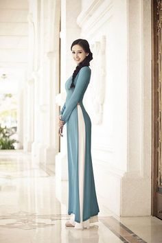 Marine Blue Ao Dai Vietnam Long Sleeves made from chiffon for all dress. Vietnamese Clothing, Vietnamese Dress, Vietnamese Traditional Dress, Traditional Dresses, Indian Dresses, Indian Outfits, Modele Hijab, Diy Vetement, Indian Designer Wear