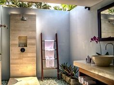 Use of light and materials to create outdoor feeling - The outdoor Bathroom