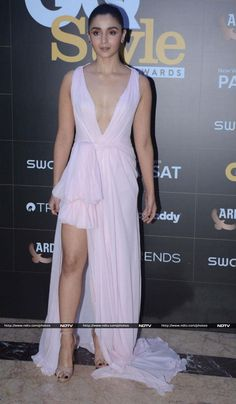 Alia bhat actress thunder thighs sexy legs images and sexy boobs picture and sexy cleavage images and spicy navel images and sexy bikini i. Most Beautiful Bollywood Actress, Bollywood Actress Hot Photos, Indian Bollywood Actress, Bollywood Girls, Indian Actresses, Indian Celebrities, Bollywood Celebrities, Alia Bhatt Photoshoot, Hot Girls