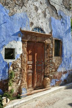 old door Chios. an ancestor in ikaria adopted an orphaned boy who had escaped the massacre in Xios..