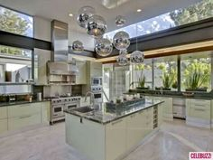 Ashton Kutcher's Hollywood Hills Pad to Be Bought By Justin Bieber - Haute Living Beautiful Kitchen Designs, Beautiful Kitchens, Cool Kitchens, Celebrity Kitchens, Celebrity Houses, Mint Kitchen, New Kitchen, Kitchen Island, Kitchen Rug