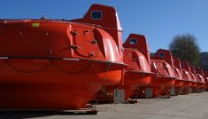 Visit the above referred site if you are seeking to get latest life raft capsule information. A lot of essential and useful facts about life raft capsule are offered on this site. I also recommend this site. Homestead Survival, Survival Gear, Perfect Image, Perfect Photo, Love Photos, Cool Pictures, Great Yarmouth, Twin Falls, Look In The Mirror