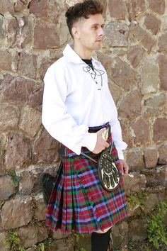🤗Have a Positive Friday.🤗 This Mac Naughton Tartan Kilt is said to closely resemble the MacDuff tartan but no truth backs this notion. #scottishkiltshop #scottishkilt #kilt #kiltshop #scottish #mensfashion #malestyle #kiltedmen